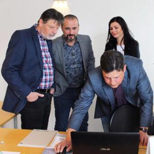 Bild: Christian und Rebecca Ruppacher empfangen hohen Besuch im Büro von Ruch Consulting